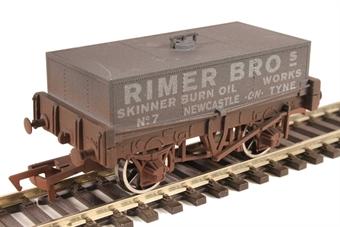 "4F-032-022 4-wheel rectangular tank ""Rimer Bros, Newcastle-on-Tyne"" - weathered"