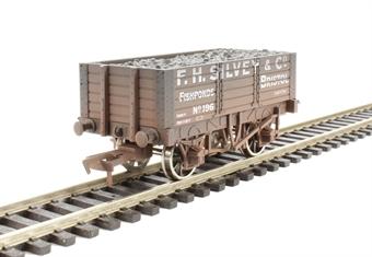 """4F-052-008 5 plank wagon 9' wheelbase """"F.H.Silvey"""" - weathered"""
