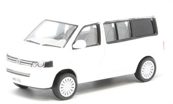 76T5C002 VW T5 California Camper Candy White