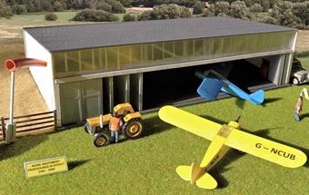 GM445 Airfield hangar and aircraft - plastic kit