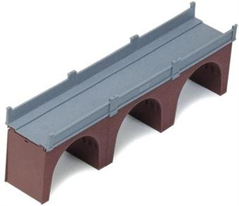 R180 Three arch brick viaduct - single track