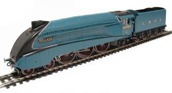 R2339 Class A4 4-6-2 4468 'Mallard' in LNER blue