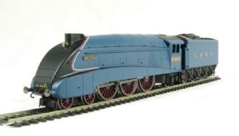 """R2779 Class A4 4-6-2 4484 """"Falcon"""" in LNER Blue - Railroad range"""