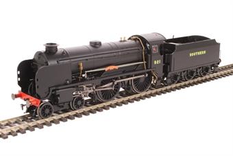 "R3458 Class V Schools 4-4-0 921 ""Shrewsbury"" in Southern Railway wartime black"