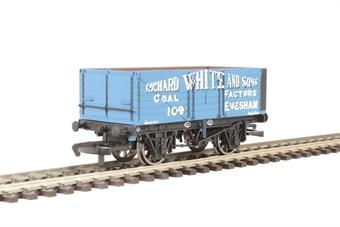 R6757 7 Plank Wagon 'Richard White & Sons'