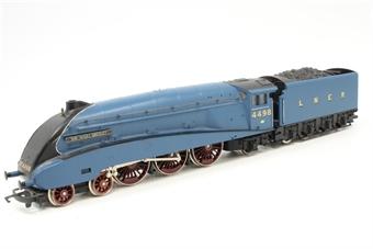 R888 Class A4 4-6-2 'Sir Nigel Gresley' 4498 in LNER Blue